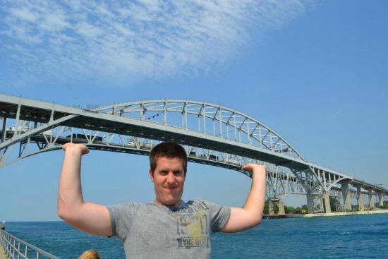 Blue Water Bridge照片