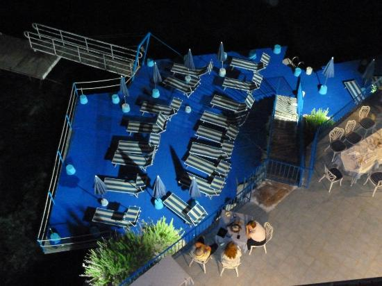 Rocce Azzurre: view of swimming platform and dining tables from room