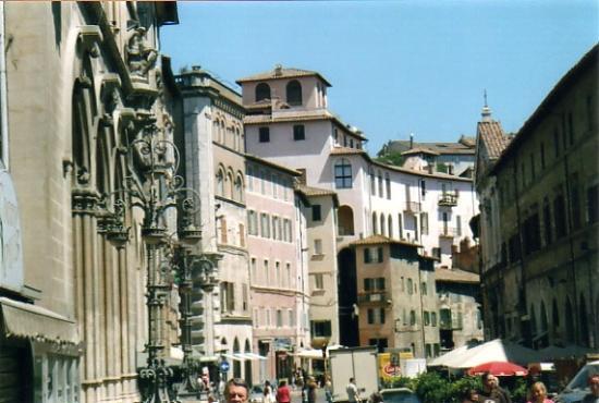 Corso Vannucci: panoramica