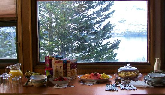 Crown Bed & Breakfast: Fruit and Quiche