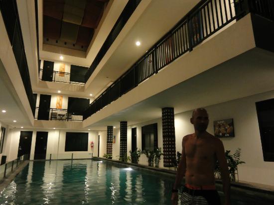 Gosyen Hotel: Zona de piscina.