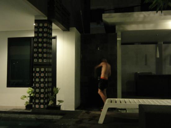 Gosyen Hotel: Duchas.