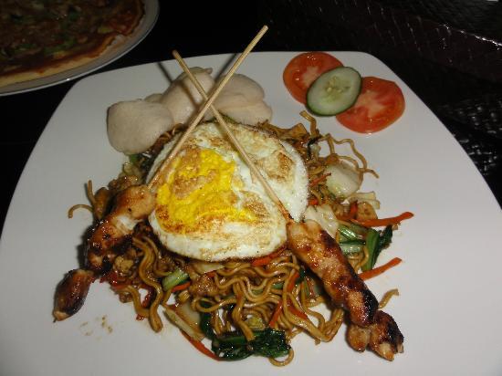 Gosyen Hotel: Plato de cena, barato y abundancia. Os recomiendo el restaurante del hotel.