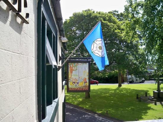 The Maypole Inn: The front of the pub looking on to the Maypole Green