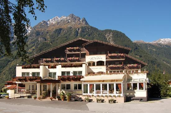Langenfeld, ออสเตรีย: Außenansicht Sommer