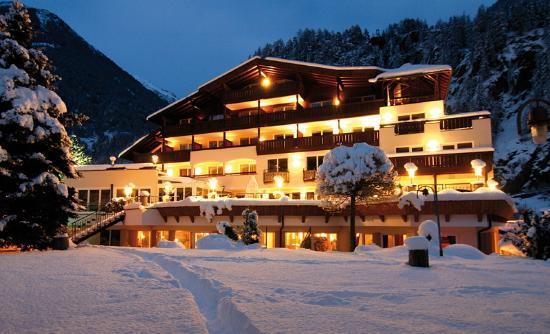 Hotel Rita: Außenansicht Winter