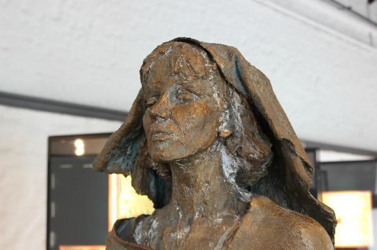 Museum am Strom - Hildegard von Bingen: Statue