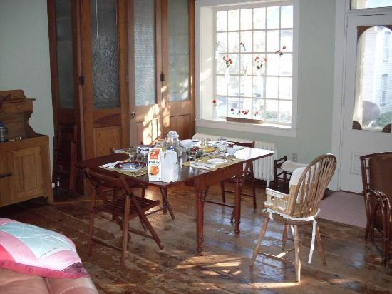 Musser's Historic Country Suites: dining room