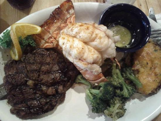 Sammy's Seafood House & Oyster Bar : Surf and Turf - Lobster