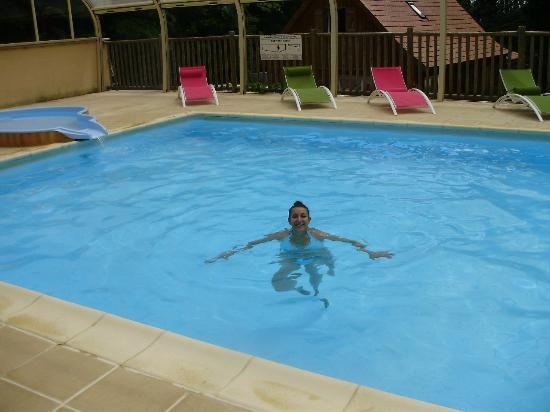 Le Club Vert Perigord : coin piscine