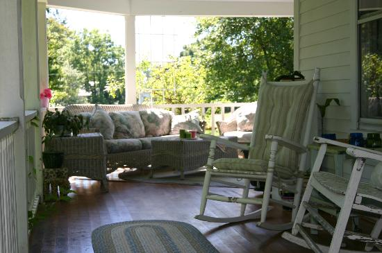 The B&B at Bartlett Farm: Front Porch