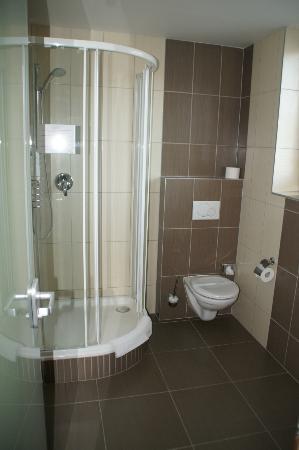 Hotel Vaka: Dusche/WC