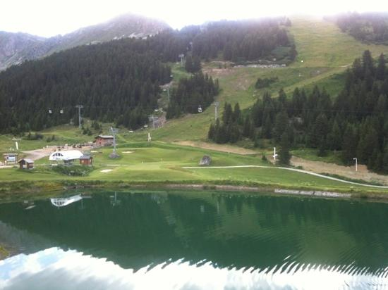 Mercure Courchevel: vue sur le lac et le golf depuis le 4ème étage