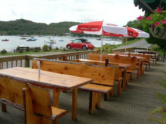 The Tayvallich Inn: Outdoor Seating