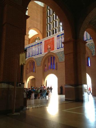 National Sanctuary of Our Lady of Aparecida: Interior
