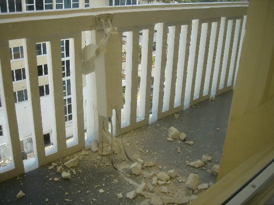 Ocean Sky Hotel & Resort : renovation balcon