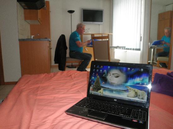 Chez Gilles: chambre spacieuse accès internet efficace