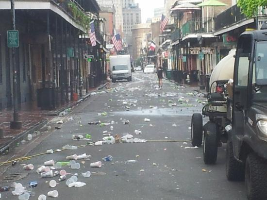 Best Western Plus French Quarter Landmark Hotel: Bourbon St. at 6 am. Amazing to watch the clean up.