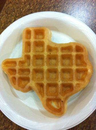 TownePlace Suites Dallas Arlington North: Love those Texas waffles.