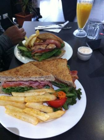 The Coffee Club: BLT with chips