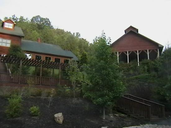 House Mountain Inn: Front right-wing view.