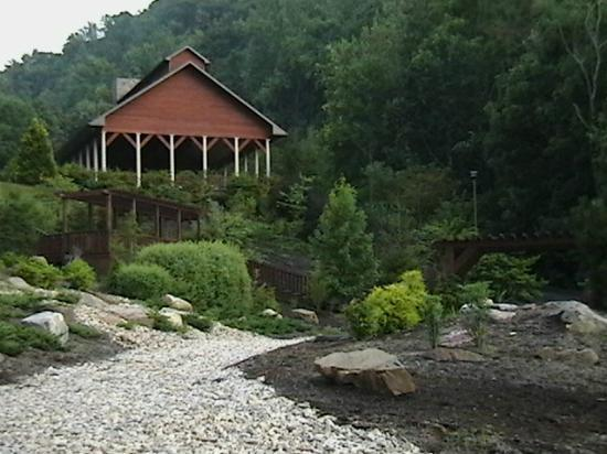 House Mountain Inn: Open-air pavilion, near parking lot.