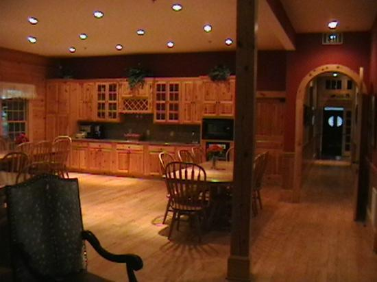 House Mountain Inn: Private tables for meals. Coffee-cupboard/snack area.