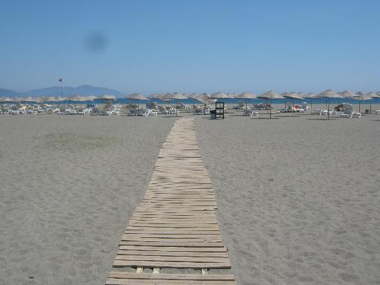 TUI Family Life Tropical Resort: path to the beach