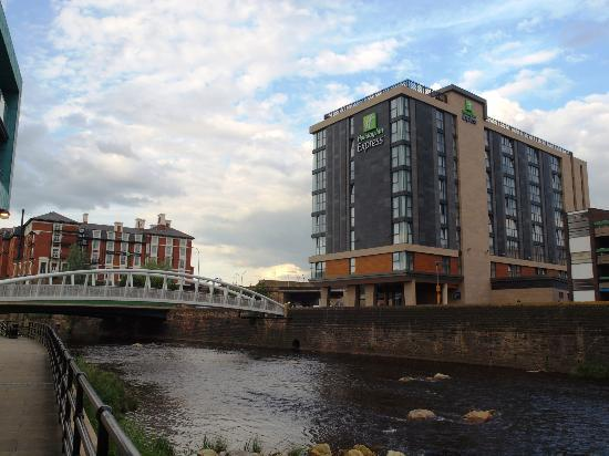 Holiday Inn Express Sheffield City Centre: View the river