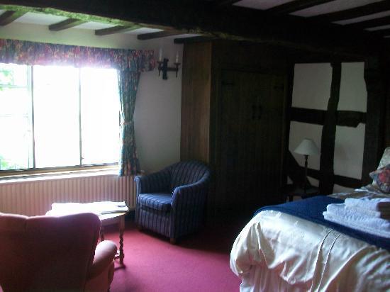 Highgate Cottages: Our room
