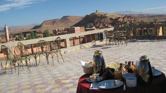 petit déjeuner sur la terrasse, avec vue sur le Ksar