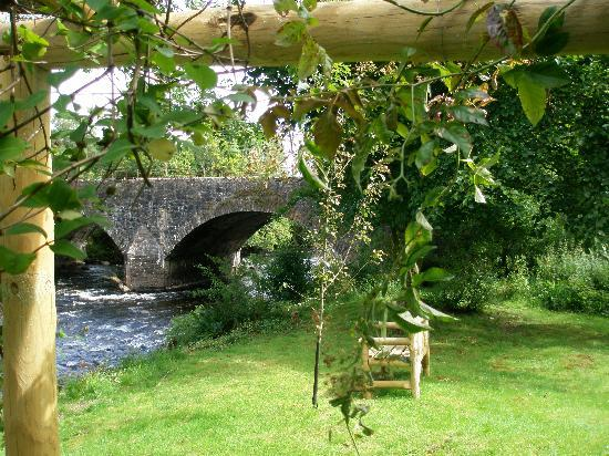 Bridgend Cottage Bed and Breakfast: River Setting