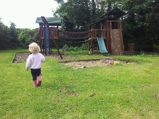 Old Park Hotel: outdoor play area