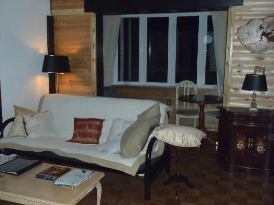 Cedarwood Lodge - The Apartment - Sitting Area