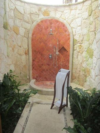 Grand Riviera Princess All Suites Resort & Spa: Awesome outdoor shower!