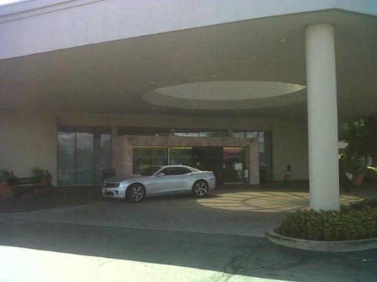 Hilton St. Louis Airport: Front Entrance