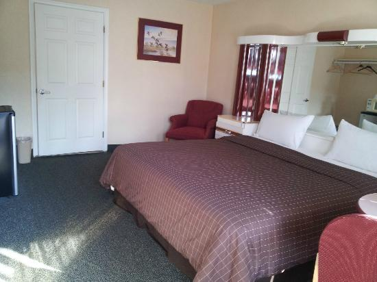 Liberty Inn: king bed -  handicapped room
