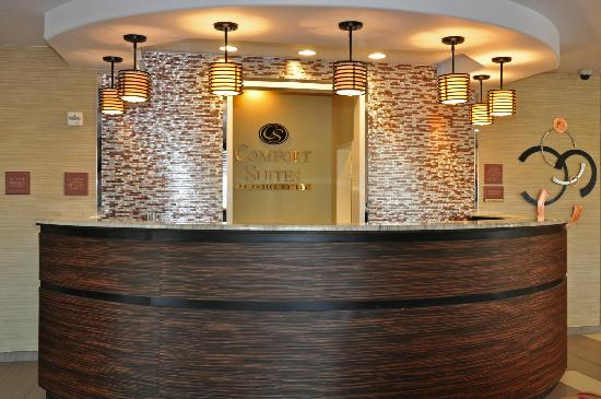 Comfort Suites Natchitoches: Front Desk