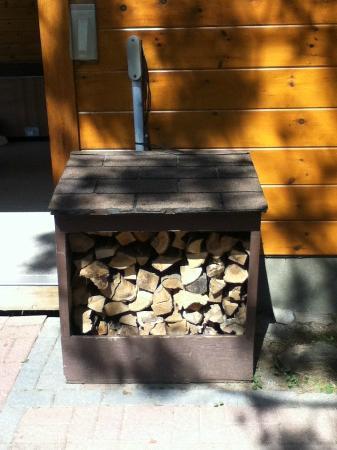 Couples Resort: The firewood bin outside chalet Rhea.