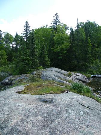Couples Resort: A rock outcropping a little off the hiking trail.
