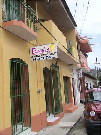 Hostel Emilia: ENTRADA DEL HOSTAL EMILIA