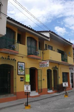 Hostel Emilia: FRENTE DEL HOSTAL