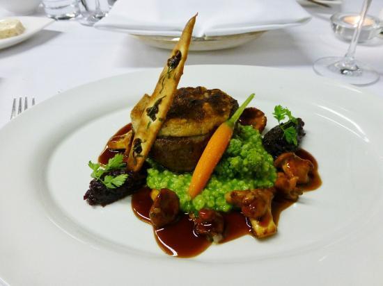 Restaurant Villers: Rinderfilet mit Kalbsbrieshaube und Graupenrisotto