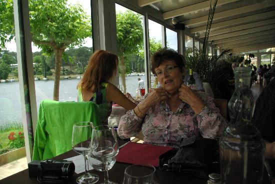 La Caravelle: salle restaurant vue lac