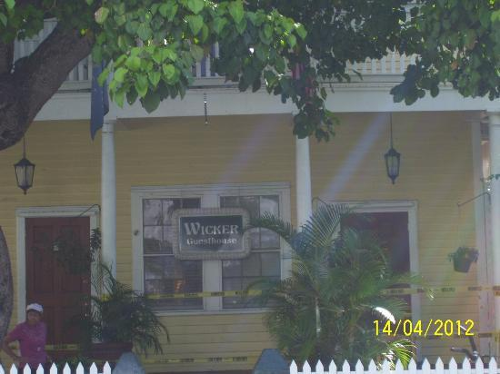 Wicker Guesthouse: Front of the hotel
