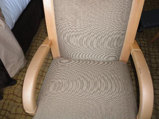 Doubletree Hotel Tulsa-Downtown: Dirty torn up chair