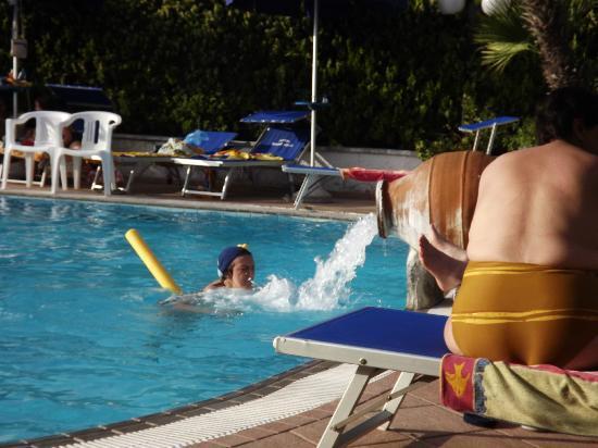 Hotel Terme Felix: Tuffi in piscina