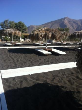 Atlantis Beach Villa: beach sunbeds