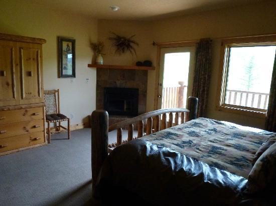 Daniels Summit Lodge: large but cozy room