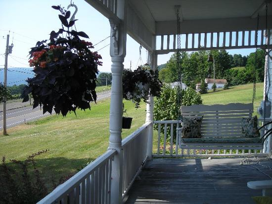 Bristol Views Bed & Breakfast: Porch at B & B